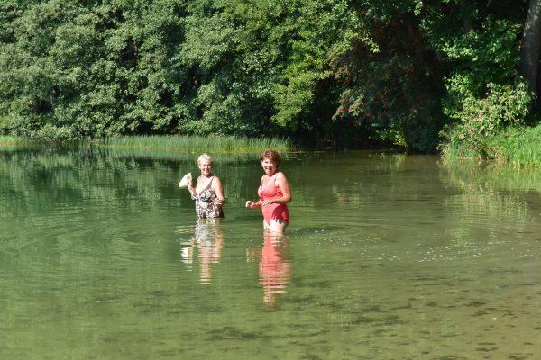 1. Po dlugiej drodze można ochłodzic się w jeziorze