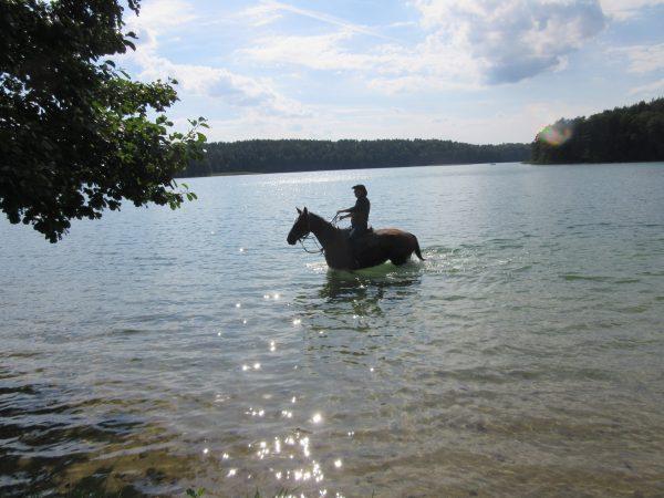 22. Jezioro się skrzy